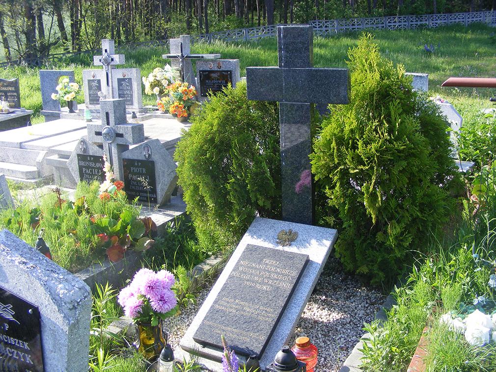 Grób 3 nieznanych żołnierzy Wojska Polskiego poległych we wrześniu 1939 roku.
