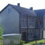 Cieślin - Dom piętrowy w rejonie kościoła