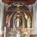 Ołtarz główny z figurą Najświętszego Serca Pana Jezusa