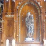 Prawy boczny ołtarz z figurą Madonny z Dzieciątkiem