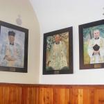 Babiniec - obrazy księży proboszczów autorstwa Mariusza Połeć (ks. Jan Opałacz, ks. Stefan Marzec, ks. Władysław Latała)