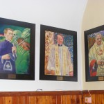 Babiniec - obrazy księży proboszczów autorstwa Mariusza Połeć (ks. Marcin Dubiel, ks. Jerzy Król, ks. Ryszard Gąsior)