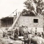 Budowa Domu Ludowego - zalewanie stropu betonem - 1968 r. (1).