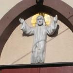 """ks. M. Dubiel - """"Rzeźba Jezus Chrystus"""" [Cieślin - nad wejściem do kościoła]"""